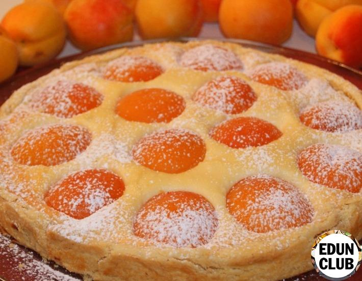 Pie with cottage cheese and apricots